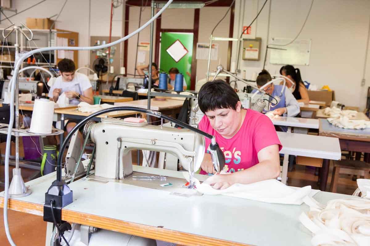 PORTRAIT DU MOIS - De fil en aiguille, l'atelier couture !